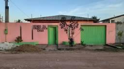 Vende se ou troca uma casa na zona norte de Macapá