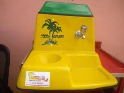 Mesa suporte com máquina de côco