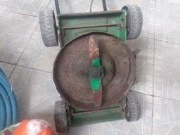 Maquina de cortar grama.