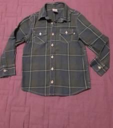 3 camisas p menino tmanho 6 e 8