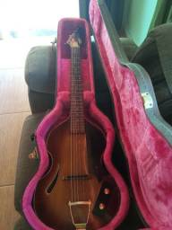 Violão modelo violin luthier com caracterização hofner
