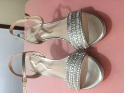 Sandália linda importada
