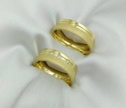 Par de alianças com pedras de diamante natural em Ouro 18k