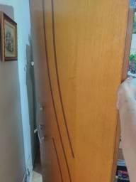 Título do anúncio: Porta de madeira maciça decorada com maçaneta