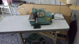 Máquina industrial overloque