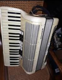 Acordeon HOHNER Tango III 120 baixos