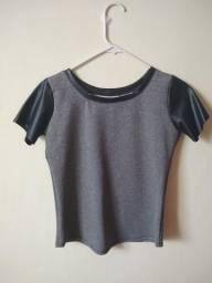 cf2e72c15 Blusa feminina, manga curta (detalhe em couro), tamanho M, nova