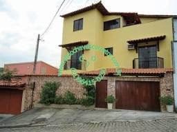 Linda Casa Triplex na Taquara com 3 Suítes, Piscina e Churrasqueira no Terraço