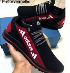 Título do anúncio: Vendo Tênis Adidas lançamento ( 120 com entrega)