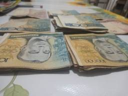 Título do anúncio: Vendo dinheiro antigo muitos cruzeiros e cruzados interessados chama no whats *