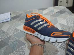 Tenis Adidas Springblade azul marinho e laranja usado