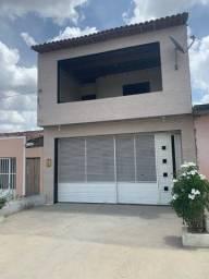 Casa localizada no distrito em Lajedo