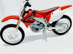Miniatura de moto Honda CRF 450 1:12 maisto