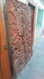 Título do anúncio: porta Grande de madeira