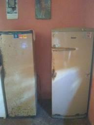 Duas geladeiras seminovas