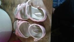 Vendo essa sandália infantil