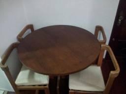 Mesa Redonda Madeira 4 Cadeiras de Gramado