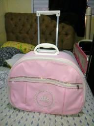 Linda mala maternidade rosa com rodinhas em excelente estado. 50cmX37cmX17cm