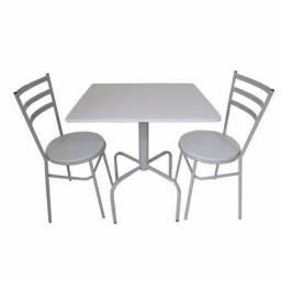 Mesa quadrada com duas cadeiras para restaurante, buffet, cafeteria e sorveteria