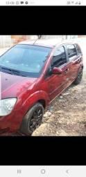 Vendo um Fiesta 2005 na cor vermelha 4 portas completo 10.500 - 2005