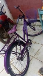 Vendo uma bicicleta Rocha ela tem documento 992475684