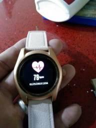Relógio smartwatch pega chip e cartão de memória