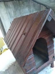 Casa de madeira para cães