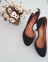 3 pares de sandálias Novas
