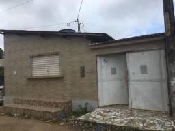 Título do anúncio: Alugo casa com ponto comercial em Tabajara