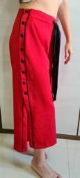Calça vermelha pantacourt tamanho M