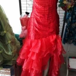 Vende/ aluga vestidos de festas