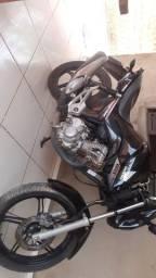 Troco 2 motos mais 10 mil por um carro ou agio de carro