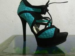 Vende-se sandália de salto alto zap 995961814