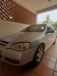 Vendo um Astra Sedã - 2006