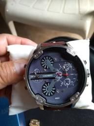 8329b6162e9 Vendo esse lindo relógio da marca cagarny