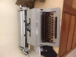 0e4f83460a1 Maquina de escrever Olivetti Linea 88 cinza em perfeito estado de  conservação -antiguidade