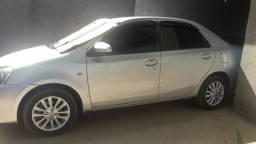 Vende - se carro Toyota Étios SD/ 2014