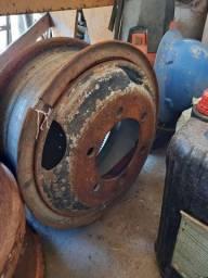 Roda com sobre aro para pneu com câmara