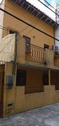 Alugo Casa próximo a Praça da República.