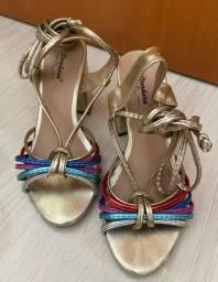 Sapato (amarra na perna)