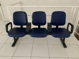 Título do anúncio: Cadeira espera tripla - nova!