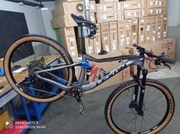 Título do anúncio: bicicleta full de carbono aro 29 M