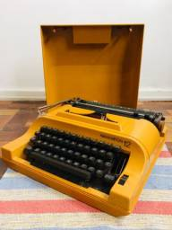 Máquina de escrever Sperry Remington 12 portátil