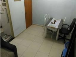 Apartamento 02 quartos, primeiro andar no Camargos