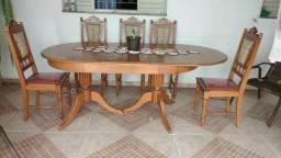 Mesa de madeira com 5 cadeira