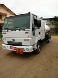 Caminhão Comboio 5mil litros - 2012