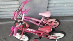 Duas bicicletas aro 16, com rodinhas, bem conservadas
