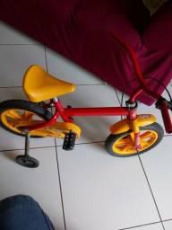 Vendo uma bicicleta para criança