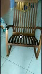 Linda Cadeira de Balanco Em Madeira Macica,Pura