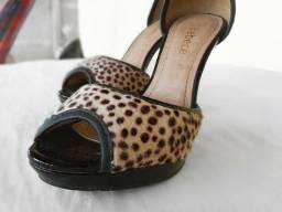 Sandália de salto onça